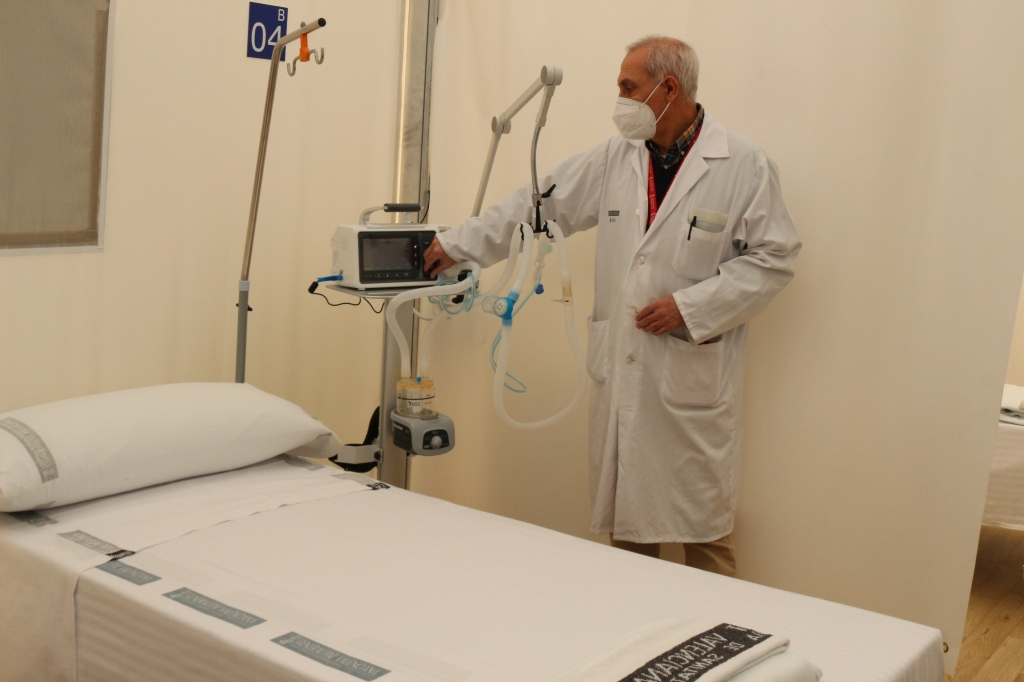 Beds being prepared in Valencia's three field hospitals. earlier in the pandemic