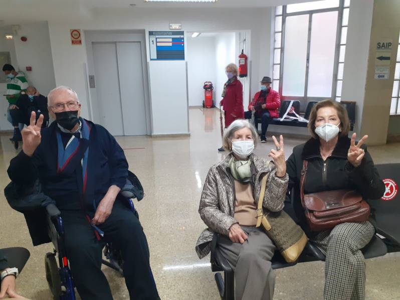 Elderly Valencians receive their first jab in April 2021 (Lucia Alfonso)